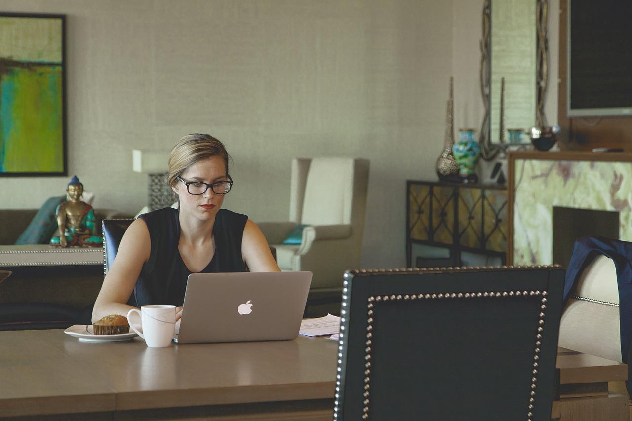 lady-on-laptop